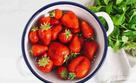 Role of strawberries that act in the face